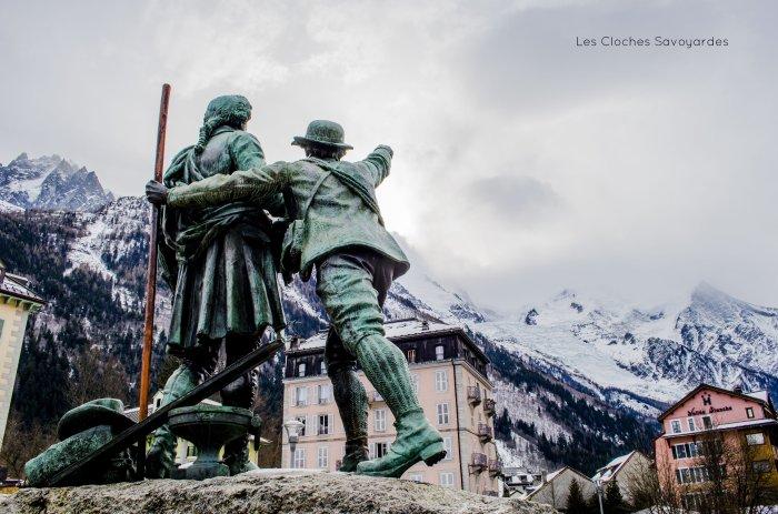 Statue du Dr. Michel Paccard et de Jaques Balmant, premiers hommes a gravir le Mont-Blanc