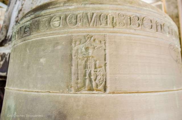 """Saint Maurice en relief sur la cloche """"Marie"""" du XVIe siècle."""
